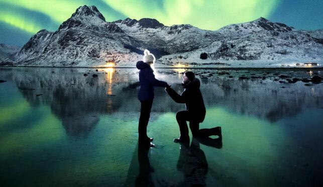 Forlovelsesbildet fra Lofoten hylles i hele verden: - Det er det vakreste sted på jord