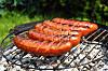 SVIDD GRILLMAT: Det er ikke bra å spise svidd grillmat, da det inneholder stoffer som er kreftfremkallende. FOTO: Shutterstock / ffolas