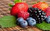 VIKTIG MED ANTIOKSIDANTER: Kroppen vår trenger antioksidanter for å beskytte seg mot frie radikaler. Særlig bær, som blåbær, jordbær og bjørnebær, er rike på stoffene.  Foto: Thinkstock.com